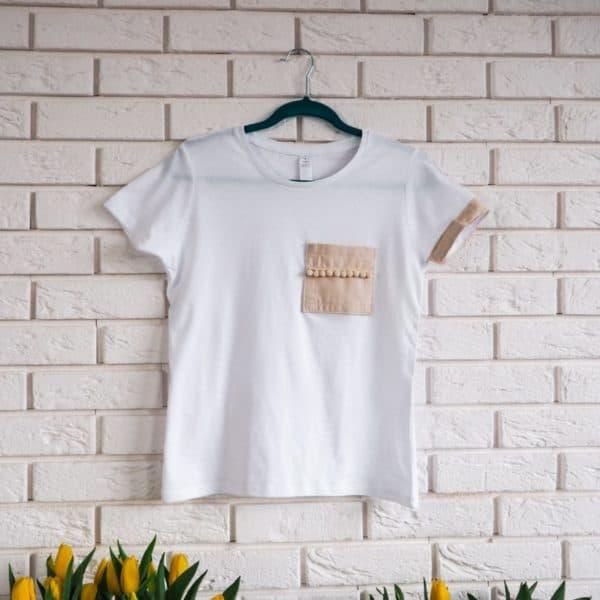 biała koszulka boho